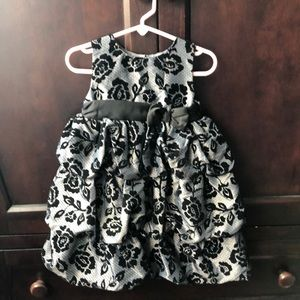 Other - Beautiful ruffled baby dress